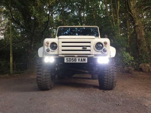land-rover-defender-quad-drl-bumper—-billet-surrounds—1